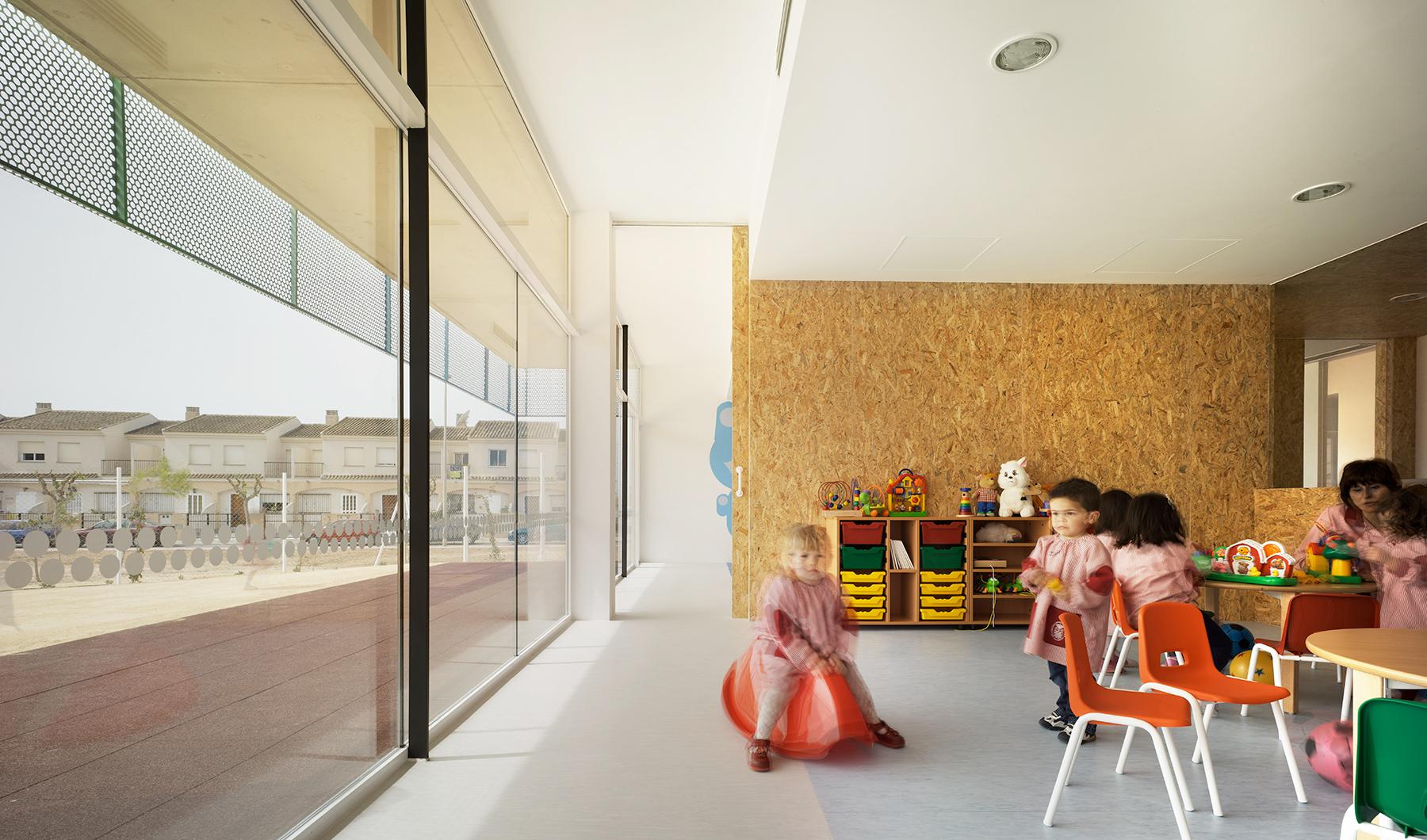 Escuela infantil y guarder a entre palmeras cor asociados for Servicios escolares arquitectura